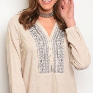 Tops - 🆕🎁 Embroidered Tunic Top